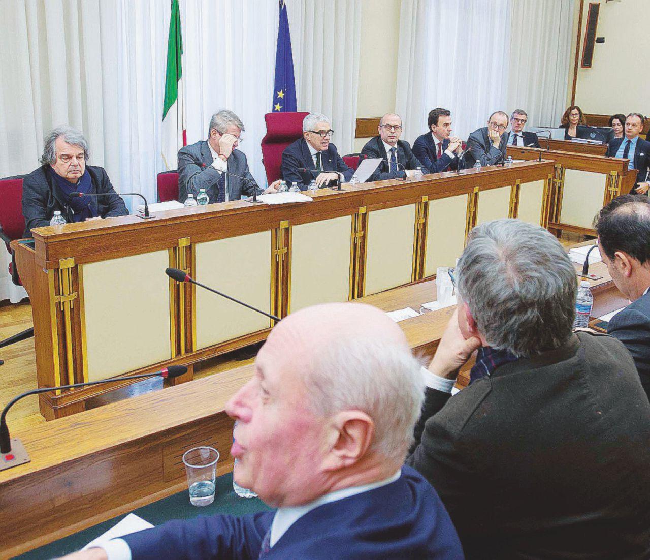 Commissione banche tutto insabbiato con l 39 inciucio pd forza italia terranostra news for Deputati forza italia