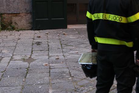 Fuga di gas a Napoli: poliziotto eroe salva una bambina