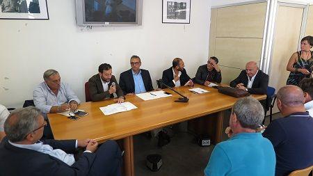Napoli, i tifosi contro De Laurentiis: incontro in Comune
